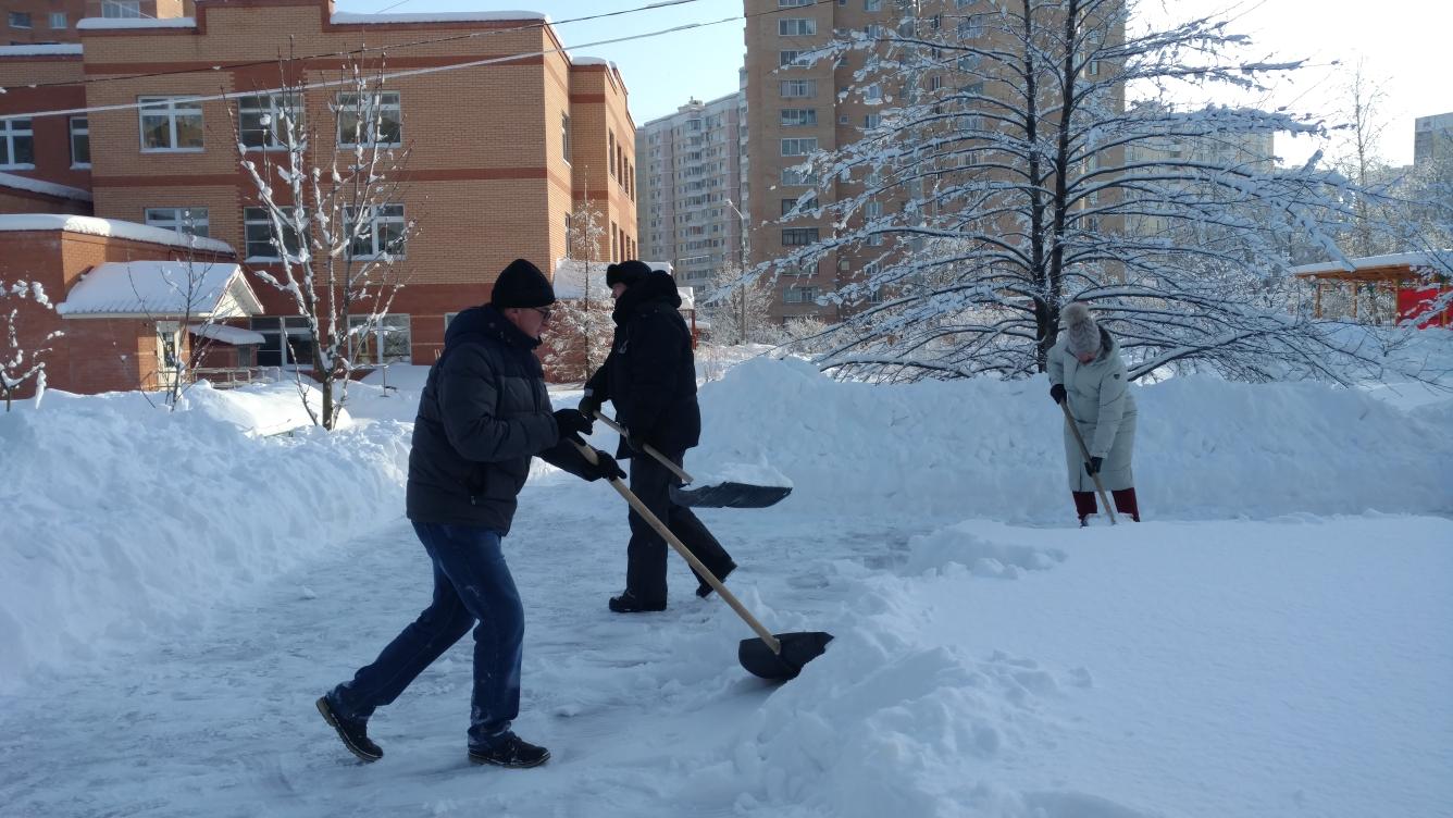 Уборка снега с крыш по охране труда